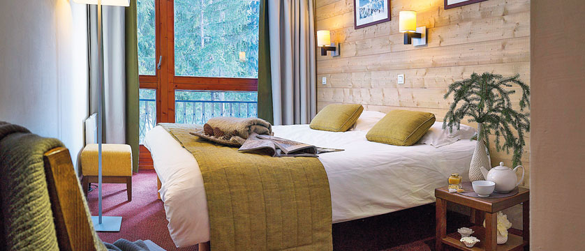 france_les-arcs_residence-le-belmont-apartments_bedroom.jpg